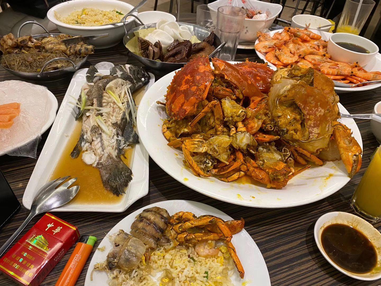 海鲜市场中的餐厅.jpg
