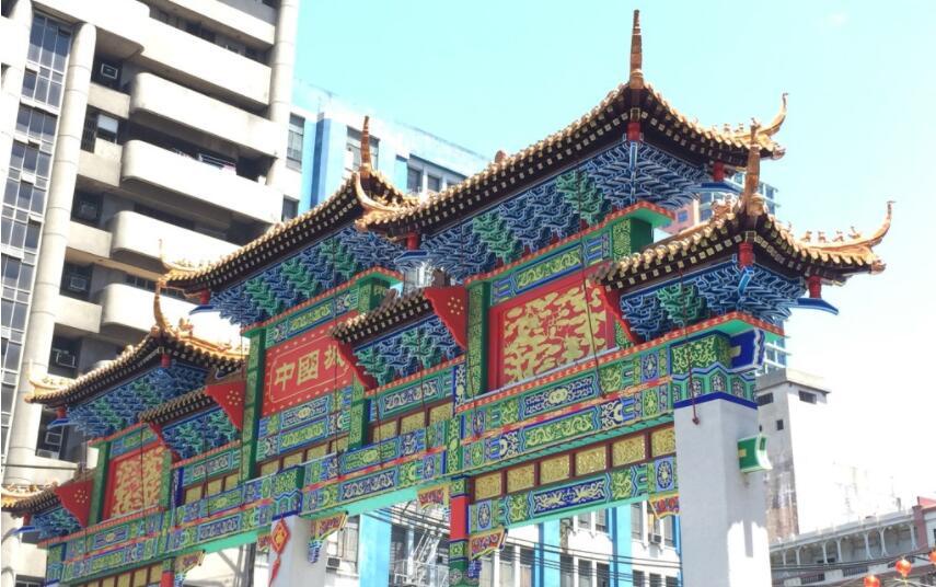 中国城入口牌坊.jpg