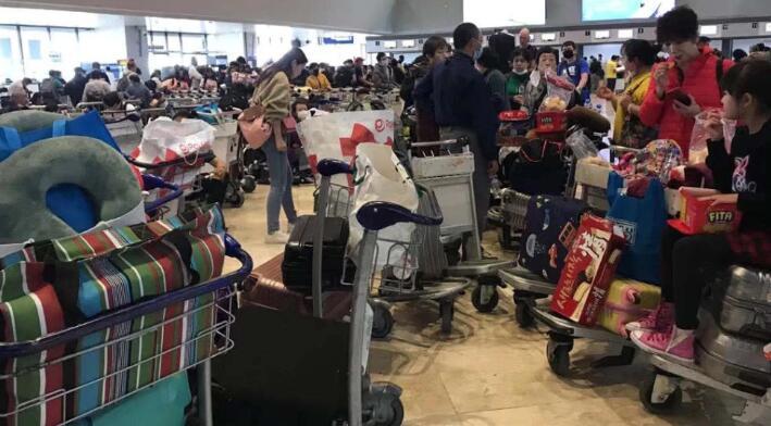 马尼拉机场滞留旅客.jpg
