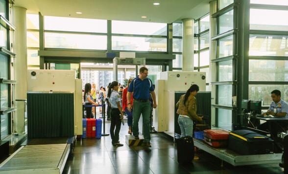 机场安检.jpg